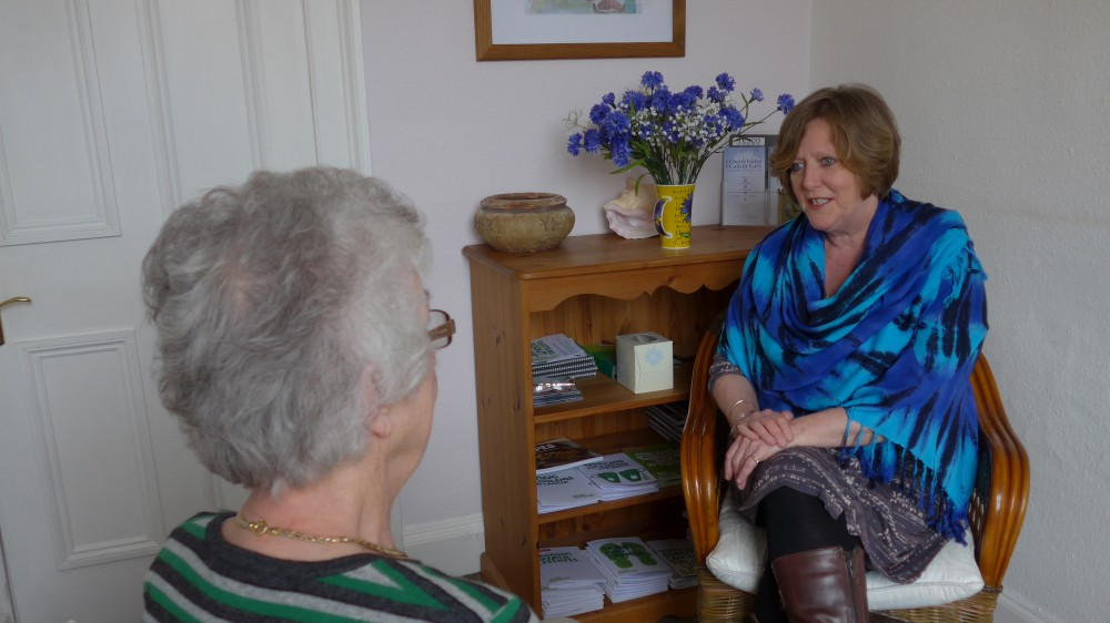 Macmillan Cancer Information nurse talking to a Member